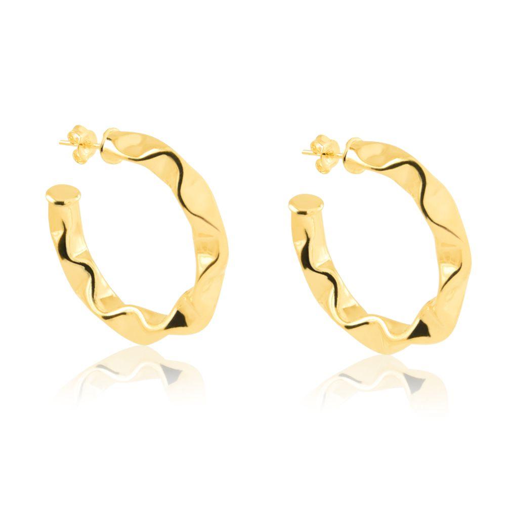 Argola-media-com-design-ondulado-banhada-em-ouro