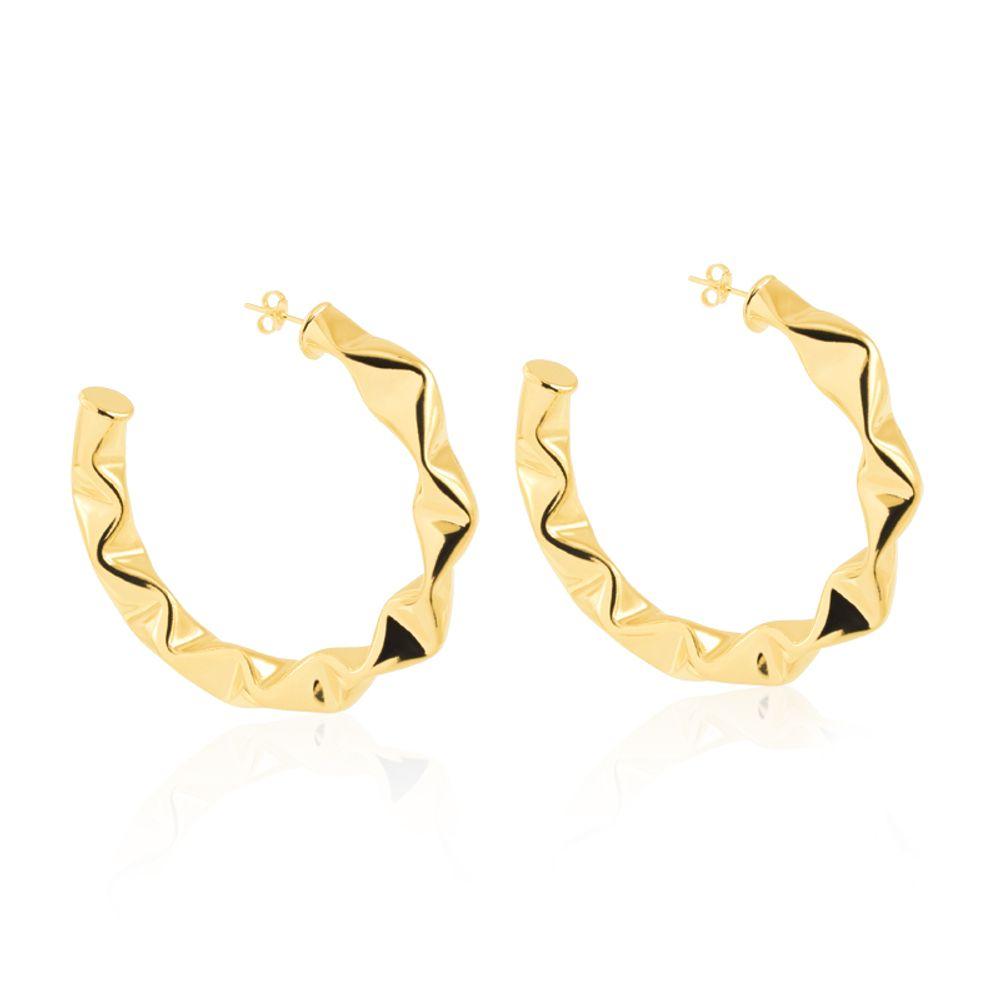 Argola-grande-com-design-ondulado-banhada-em-ouro